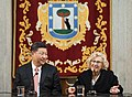 La alcaldesa entrega la Llave de Madrid al presidente chino en su visita al Ayuntamiento 05.jpg