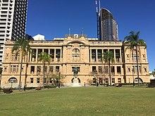Arazi İdare Binası, Queens Gardens cephesi, Brisbane.jpg