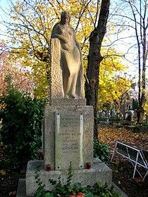 Lengyel Béla síremleke Budapest Medgyessy Ferenc alkotása.jpg