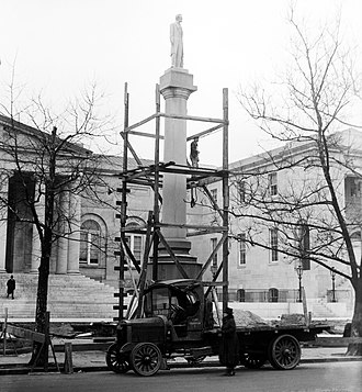 Abraham Lincoln (Flannery) - The memorial being dismantled in 1919