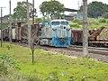 Locomotiva tracionando de ré no final do comboio que passava sentido Guaianã pelo pátio da Estação Ferroviária de Itu - Variante Boa Vista-Guaianã km 202 - panoramio.jpg