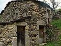 Loriga - Casa típica em granito.JPG