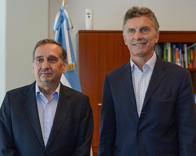 File:Macri y Lino Barañao.jpg