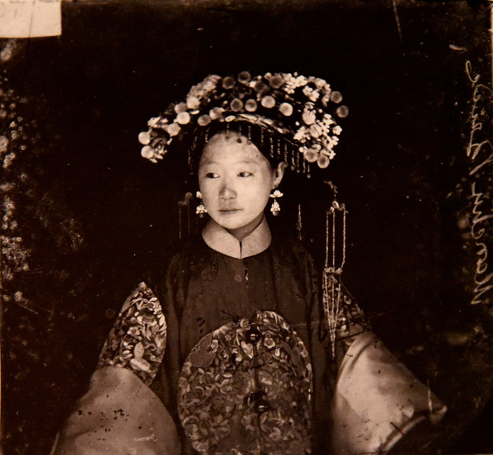 Manchu bride. John Thomson. China, 1871-1872. The Wellcome Collection, London