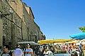 Marché provençal à Roussillon.jpg