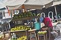 Marchant de fruits divers orange papaye et pasteque.jpg