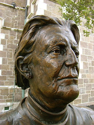 Margaret Mahy - Bronze bust of Margaret Mahy, part of the Twelve Local Heroes sculpture