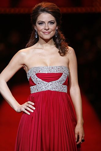 Maria Menounos - Menounos at The Heart Truth Fashion Show 2008.