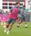 Mats Hummels Training 2019-04-10 FC Bayern Muenchen-3.jpg