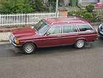 Mercedes-Benz W123T (230 TE) wine red.jpg