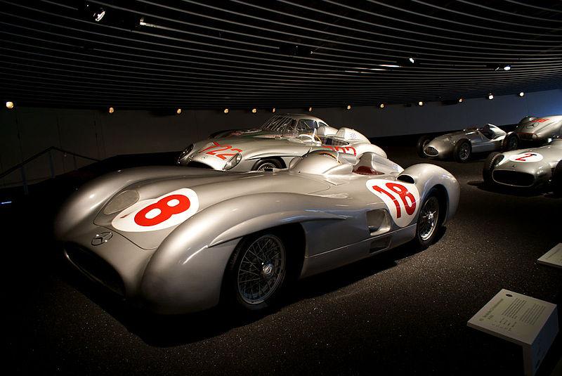 File:Mercedes-Benz W196R 1955 Streamlined Juan Miguel Fangio LSideFront MBMuse 9June2013 (14796976258).jpg