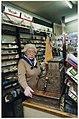 Mevrouw Schoen in haar sigarenwinkel die na 56 jaar gaat sluiten. NL-HlmNHA 54037034.JPG