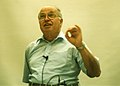 Michael Atiyah at a 1996 Chern symposium (portion A, 1000 dpi).jpg