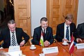 Ministru prezidents Valdis Dombrovskis tiekas ar Ungārijas parlamenta priekšsēdētāju Lāslo Kevēru (8122003993).jpg