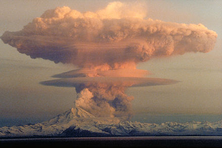 21 April 1990 eruptive column from Redoubt Volcano, as viewed to the west from the Kenai Peninsula. MtRedoubtedit1.jpg