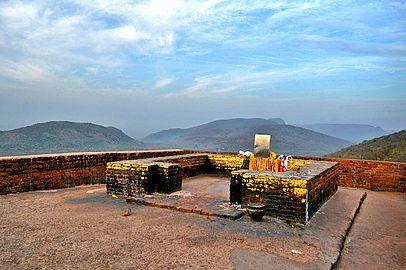 Mulagandhakuti in Vulture Peak.jpg