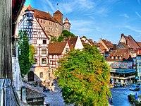 Nürnberg-(Kaiserburg - Blick über dem Tiergärtnertorplatz)-damir-zg.jpg
