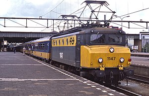 NS locomotive 1147 at Eindhoven in 1985, hauling an InterCity train.jpg