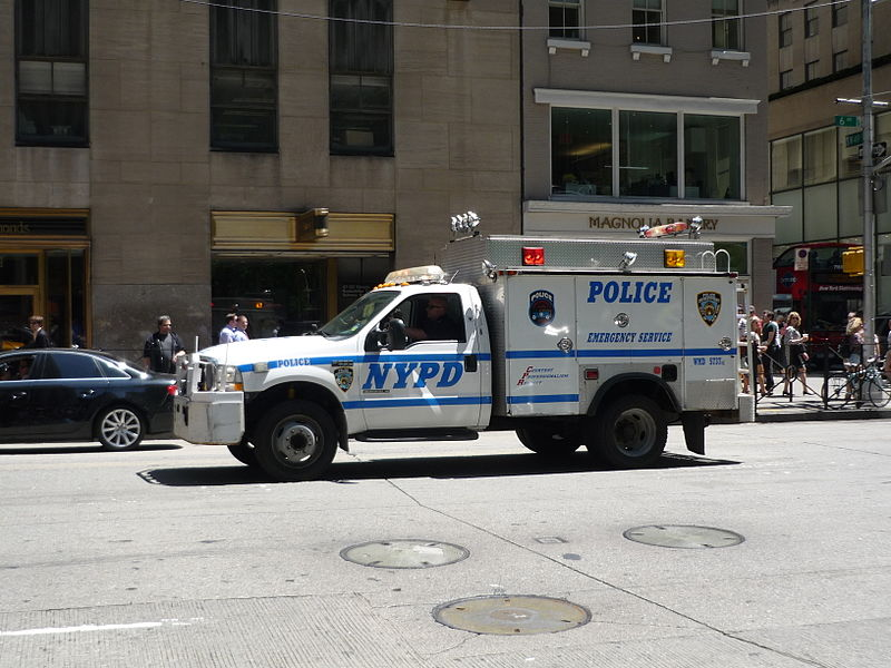 File:NYPD Emergency Service Ford F-550 (14498339759).jpg