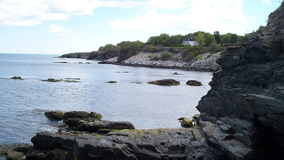 Newport shoreline of Easton Bay looking south from cliffside overlook at east end of Narragansett Ave