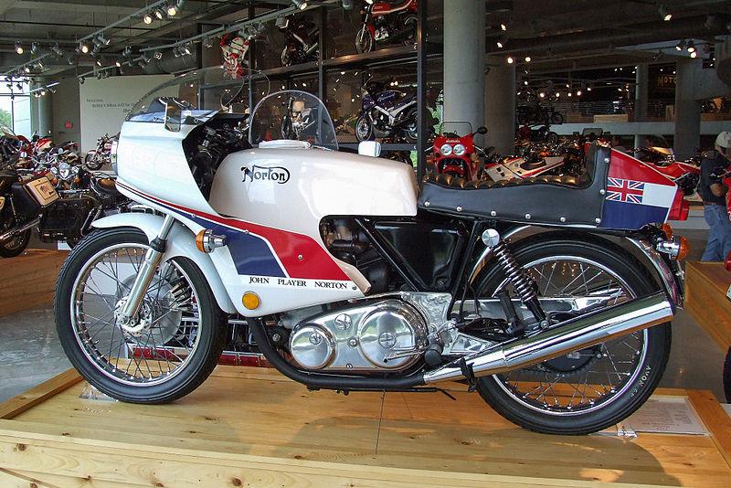 800px-Norton_Commando_850_1974_Barber.jp