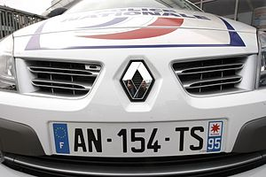 Vehicle registration plates of France - A registration plate on a police car with the code for Val-d'Oise (95) and the logo of Île-de-France region.