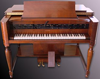 Polyphony and monophony in instruments - Image: Novachord front S