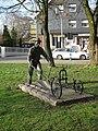 OB-Bauer mit Pflug-Fröbelplatz-Ernst Klages 01.jpg