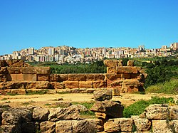 Old and New (Agrigento) - panoramio.jpg