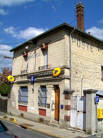La Poste (France) - A French post office in 2011 in Orry-la-Ville.