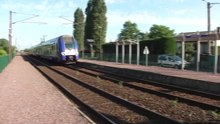 Fichier:Ostricourt - Train traversant la gare.ogv