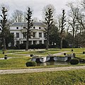 Overzicht voorgevel landhuis met gedeelte van park - Overschie - 20377864 - RCE.jpg