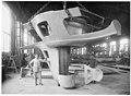 Partie droite du gouvernail arrière en acier, pour le navire Caracciolo, poids de 22 t - Terni - Médiathèque de l'architecture et du patrimoine - AP62T104554.jpg