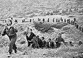 Partizanska kolona borci na DAG.jpg