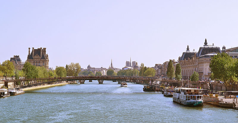 File:Passerelle Léopold-Sédar-Senghor, Paris 16 April 2014.jpg