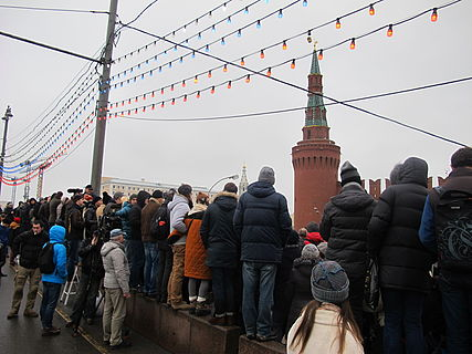 People came to the side of Boris Nemtsov's murder (2015-02-28; 13).JPG