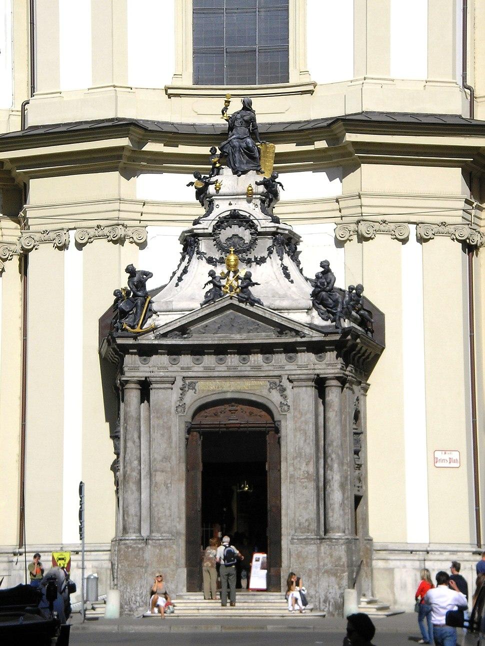 Peterskirche Vienna Sept 2006 004