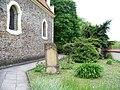 Petrovice, kostel svatého Jakuba a hřbitov.jpg