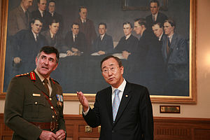 McKee Barracks - Defence Forces Chief of Staff, Lt Gen Dermot Earley meets UN Secretary General, Ban Ki-moon at McKee Barracks