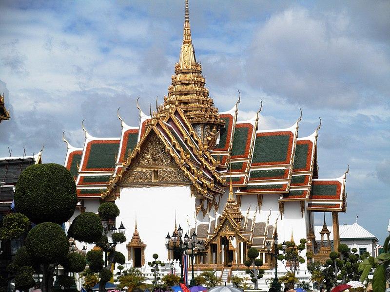 File:Phra Borom Maha Ratchawang, Phra Nakhon, Bangkok, Thailand - panoramio (18).jpg