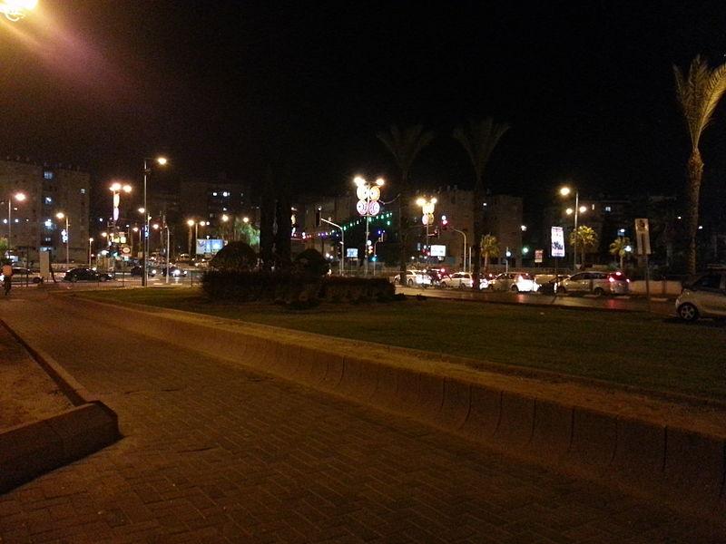 העיר לוד בלילה