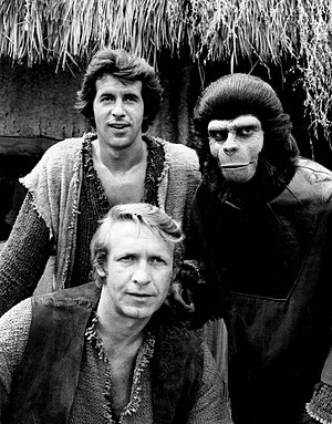 Ron Harper (actor) - Back row, L-R James Naughton and Roddy McDowell; front: Ron Harper, in Planet of the Apes (TV series, 1974)