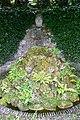 Plas Newydd (Anglesey) - Terrassengarten Grotte 2.jpg