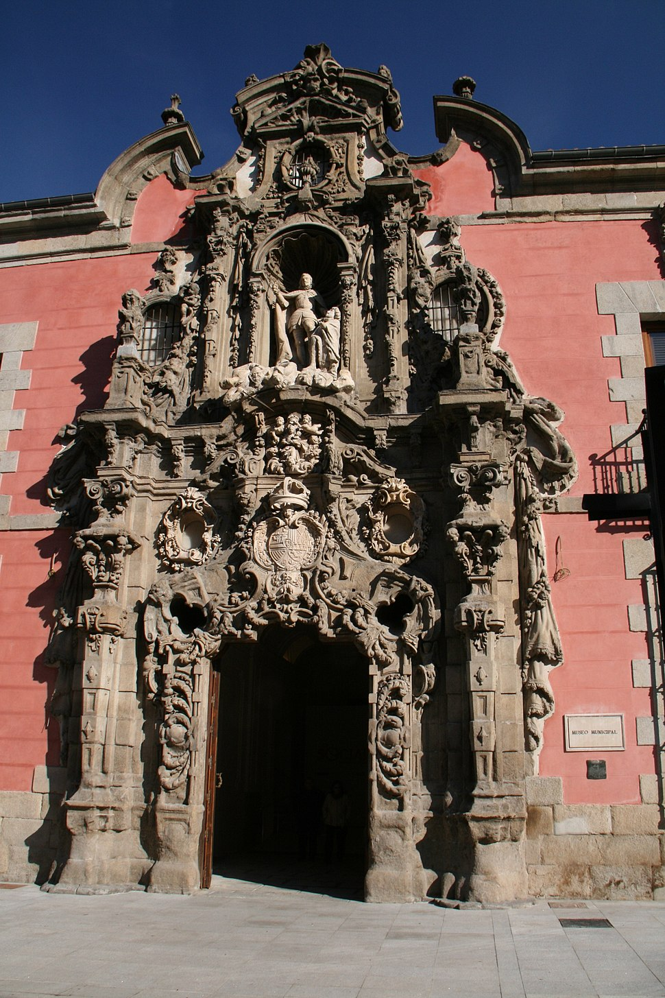Portal barroco del Museo de Historia de Madrid