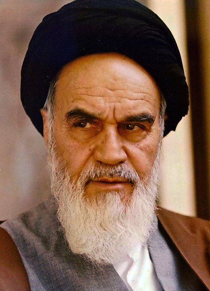 433px-Portrait_of_Ruhollah_Khomeini_By_Mohammad_Sayyad dans Histoire