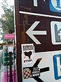 Prometni znak s naljepnicama 080029.jpg