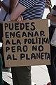 Puedes engañar a la política pero no al planeta (46700773644).jpg