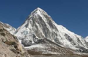 Pumori and Kala Pathar (cropped).jpg