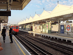 Putney Bridge tube station - Image: Putney Bridge 2
