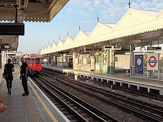 Putney Bridge tube station - Image: Putney Bridge 2